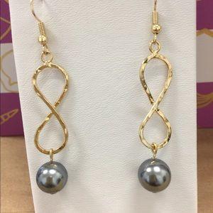 Jewelry - Infinity Earring